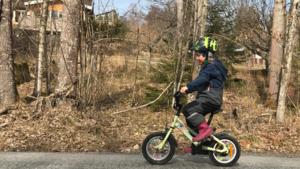 Cykla är ett härligt vårtecken. Bilden tog jag 8/4 i Grovstanäs på barnbarnet Tyra 5 år som just innan lärt sig cykla för första gången. Jag minns själv vilken milstolpe detta var. Foto: IngMarie Meyer