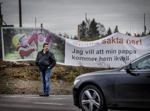 Jan-Ove Andersson i korsningen där han var nära att mista livet.