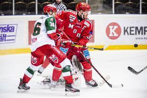 Niklas Fogström i duell med Tobias Enström. Foto: Erik Mårtensson/BILDBYRÅN