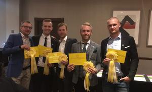 Ett gäng glada bronsmedaljörer. Från vänster: Rickard Svärd (manager), Johannes Sandsten, Jonathan Olsson, Christoffer Asklöf och Linus Lundgren. Foto: privat