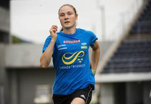 VM-debutanten Elise Malmberg tog sig vidare till semifinal på 400 meter häck.