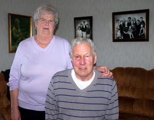 – Vi får vänta och se, säger Margit och Bengt Eriksson om storvinsterna på Bingolotto. De fick en resa till New York, en ny bil och mat.