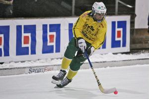 Kevin Brown gjordes ner två gånger i straffområdet av Köpings målvakt.