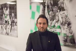 Tillbaka på kontoret i Västerås. Sporten mötte Michael Campese under ett kvällsbesök på kontoret i ABB Arena Syd efter presskonferensen i Gävle.