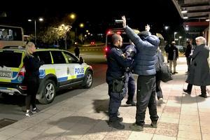 Polisinsatsen på Navet resulterar endast i att det påverkade paret identifieras och kontrolleras.