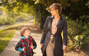 Sexårige Bram (Coen van Overdam) har en fin relation med sin mamma (Katja Hebers), men när han får problem i skolan börjar hon se honom med nya ögon.Foto: Folkets Bio