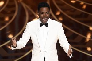 Värden Chris Rock öppnade Oscarsgalan och tog upp bristen på mångfald.