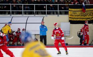 Rysslands förbundskapten  spelade ett år i Sverige och Ljusdals BK på 1990-talet.