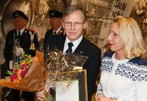 Lars-Göran Uddholm och VLT:s tidningschef Thelma Kimsjö.