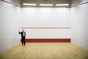 Bengt Lindström lät bygga en squashhall i ateljén.