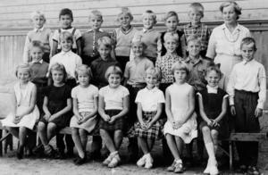 Västra skolan, klass 2 med lärarinnan Sigrid Åkerström.  Foto: Privat
