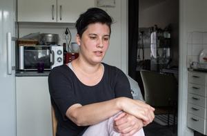 """Hon kämpar för dotterns skolsituation, men också med omgivningens reaktioner, säger Malin Andersson. """"Vi får höra att """"vi är för tighta"""". Man blir tighta när skolan inte fungerar bra och vi bara har varandra""""."""