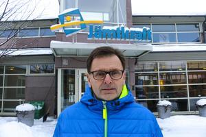 Tommy Borgh vid Jämtkraft berättar om bolagets nysatsning på vindkraft i Sollefteå kommun.