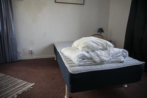 Hotellet drevs tidigare som asylboende. När det gjordes om till hotell fanns det mycket att göra för att få upp rummen till hotellstandard.