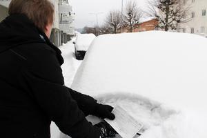 Parkeringsvakten berättar att hon och kollegan brukar få lappa minst 50 bilar om morgnarna.