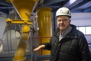 Torbjörn Nilsson, produktionschef Bollnäs Energi, berättar att Säverstaverket inte bara producerar värme. I processen skapas också 7 mWh el.