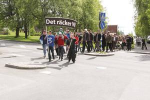Manifestationen startade i Österängsparken.