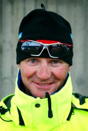 Uppe på liftstolpar och vändstationer arbetar driftpersonalen oförtrutet med att serva och besiktiga skidliftarna inför nästa säsong.Göran Häggström.