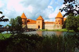 Trakai.  Vykorts-vackert  slottsom är ett populärt utflyktsmål för både litauer och turister.