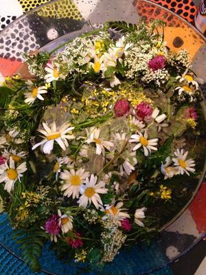 Midsommarbål av blommor