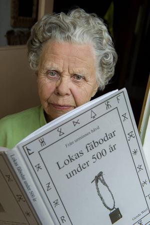 Älvdalska räknas som ett eget språk och ínte en dialekt. Gerda Werf i Älvdalen är en av dem som behärskar det språk som har fornnordiska rötter.