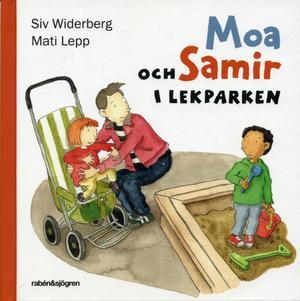 Moa och Samir i lekparken.