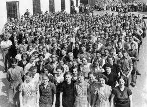 Telegrafverket firade 25-årsjubileum i Nynäshamn. Här en bild på personalen i mars 1938. Känner du igen någon? På webbsidan nynashamnsbildarkiv.se finns mer bildinformation i form av en massa namn.