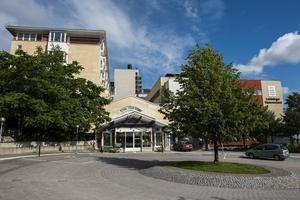 På Örnsköldsviks sjukhus har kirurgin och ortopedin haft en del överbeläggningar i sommar.