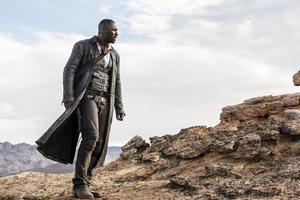Idris Elba spelar revolvermannen Roland Deschain i den nya filmen