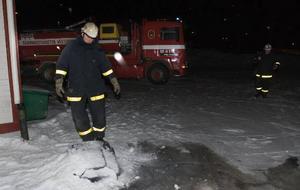 Allvarligt tillbud. Torsdagskvällens soptunnebrand vid gamla Folkan i centrala Ludvika kunde lätt ha utvecklats till en storbrand. Nu gick det emellertid bara tack vare de båda politikernas resolut ingripande.
