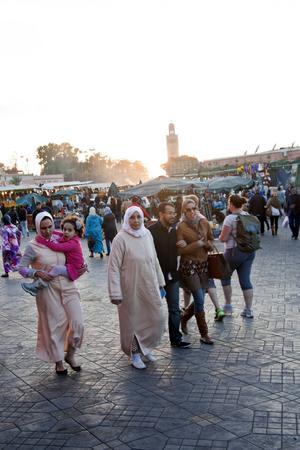 Skymning över Djemaa el-Fna i Marrakech.