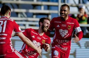 Östersunds Andrew Stadler jublar efter sitt 2–0-mål i segern borta mot Falkenberg.