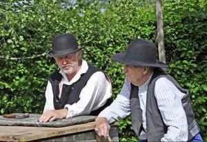 Slutligen kommer man till 1910-talet. Stenhuggaren Ol Pålsa (Roland Svensson) och n' gammal Ola på Brään (Per Olger Bardosson) spekulerar över framtiden.