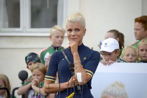 Jenny Rissveds liv förändrades totalt efter OS-guldet. Nu blir hon igenkänd av främmande människor och får stor uppmärksamhet av media.
