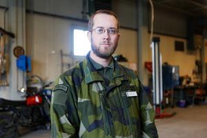 Kristoffer Hellström är instruktör på sambandsutbildningen för signalister och stabsassistenter.