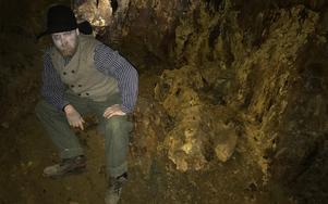 Olof är en av personerna som dyker upp i gruvan när DT är på besök.