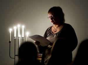 Charlotte Andersson läste spökhistorier med inlevelse.