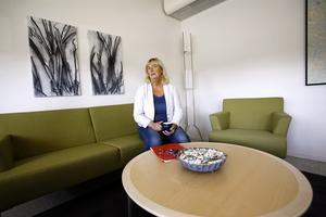 – Det är påfrestande när allt rivs upp, säger Helen Lott och tillägger att mutmisstankarna hade kunnat vara ett starkt skäl för Norrtälje kommun att inte anställa henne.