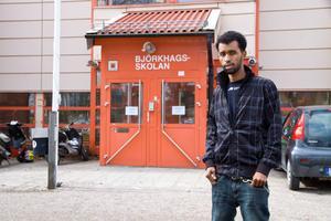 Mahamed Ragi, elev på Individuella programmet, skulle ha haft ett samtal med Tommy Johansson på fredag. – Men nu är han död, säger han med sorg i rösten.