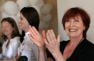 2005 presenterar Gertrud Larsson, Nisti Sterk och Kim Anderzon det nystartade kulturpartiet vid Almedalsveckan i Visby.