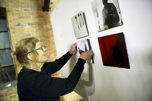 Eva Sandström, konstnär från Falun, tycker om myllret av konst, konstnärer och förhoppningsvis, så småningom besökare.