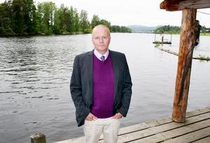 Söderhamns FF:s nya huvudtränare Lars Bäckström blickar uppåt i tabellen och hoppas att SFF kan ta några trepoängare innan uppehållet.