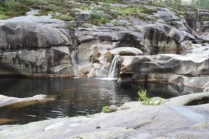 Litet vattenfall i Nissedal, NORGE