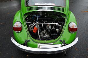 1600-motorn får bränsle via dubbla webrar. De vita bakljusen är ett avsteg från originallooken.