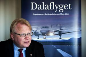 Peter Hultqvist befarar att många av landets flygplatser måste läggas ned om EU förbjuder offentligt stöd.