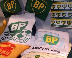 Mackkedjan BP är det märke som förekommerv flitigast i utställningen.