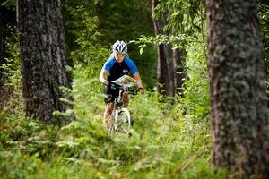 """Det är stor skillnad på svensk terräng och den i Ungern, där VM avgörs. """"Det är väldigt annorlunda terräng med mycket öppna fält, betesmarker, hedlandskap, många steniga småhöjder och tight skog.  Det kommer att vara totalt annorlunda från den ena till den andra kilometern"""", säger Cecilia Thomasson."""