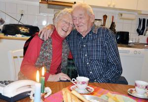 Två pigga pensionärer firar järnbröllop. Olle och Göta Johansson har varit gifta i 70 år.