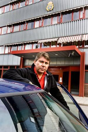 Anders Lyrberg, chef för ungdomspolisen i Gävle, skulle helst se att socialtjänsten hade fältassistenter ute bland ungdomarna.
