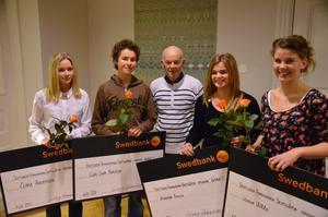 Skött sig. Glada stipendiater fr vä Clara Andersson, Carl-Joar Karlsson, förre hemvärnschefen Sven-Arne Johansson, Amanda Fahlin samt Jonna Wååg.